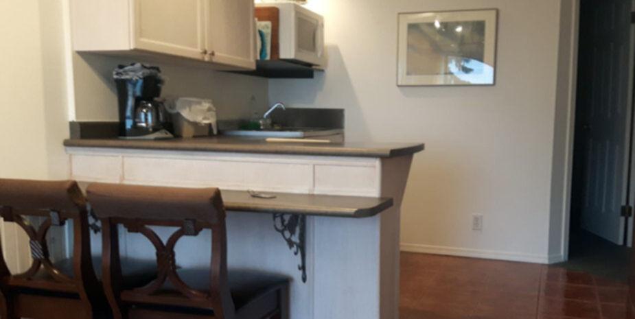 Shady Shores Beach Resort | 2 Bedroom Cottage Kitchen