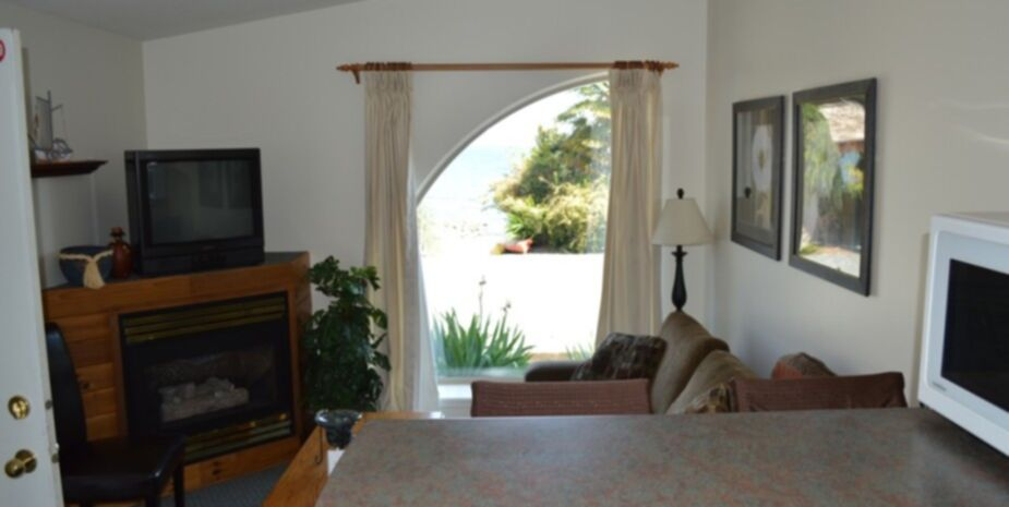 2 Bedroom Beach Front Suites located near Qualicum Beach on Vancouver Island BC