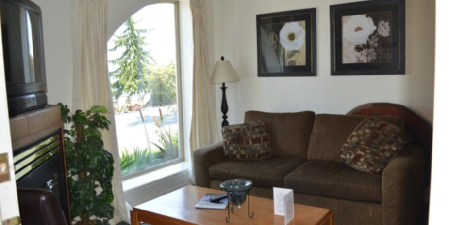 2 Bedroom Suite Living Room | Vacation Rentals Bowser BC
