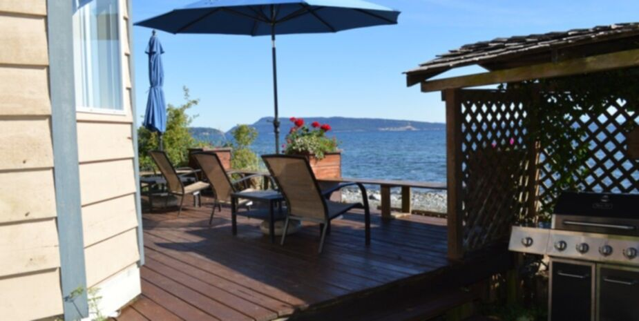 Shady Shores Beach Resort Beachfront Cottage | Bowser Qualicum Beach BC