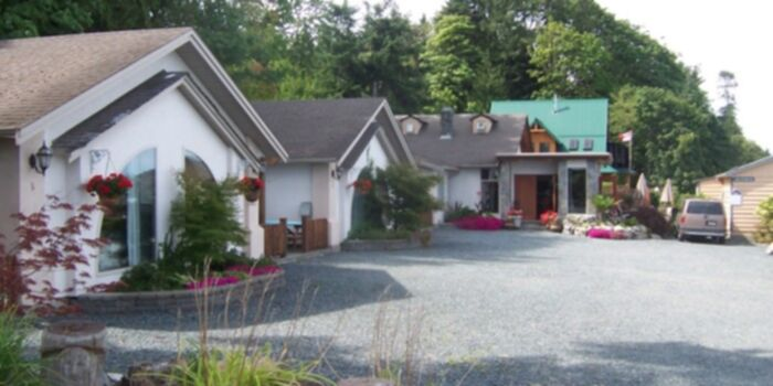 2 Bedroom Beach Front Suites, Honeymoon Suite, Beachfront Cabins located near Qualicum Beach on Vancouver Island BC